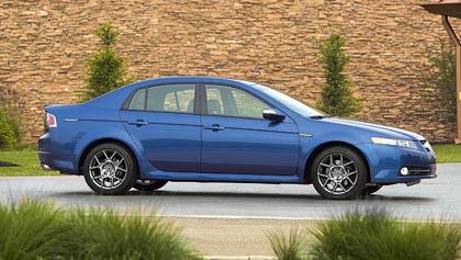 Acura TL (192–213 kW): saatavissa erityisen urheilullisella S-varustuksella.