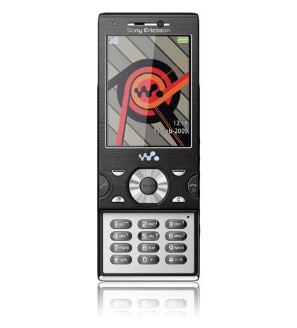 SONY ERICSSON Walkman W995:n videotoiminnot ovat valmistajan kehujen mukaan matkapuhelinten kärkiluokkaa. Erityisellä Media Go -sovelluksella eri tiedostomuodot, kuten Youtube-videot, siirtyvät vaivattomasti tietokoneelta tai internetistä puhelimeen. Videoita voi katsella 2,6-tuumaiselta näytöltä. Kahdeksan gigatavun muistikortille mahtuu melkoinen määrä musiikkia, videoita ja kuvia. Kameran 8,1 megapikselin tarkkuus riittää jopa A3-kokoisille suurennoksille. Kuvausta helpottavat monet digikameroista tutut ominaisuudet, kuten kuvanvakain ja kasvontunnistus. Walkman-sarjaan kuuluva W995 tulee myyntiin keväällä.